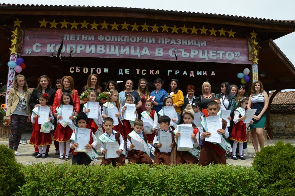 ВЪВ ВЪЗРОЖДЕНСКИЯ ГРАД  Възпитаници на предучилищната група се разделиха с детската градина